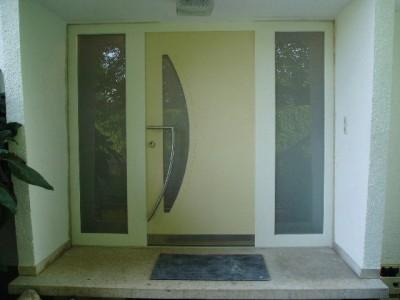 eine HÖHBAUER Duratrend-Haustüre Modell London